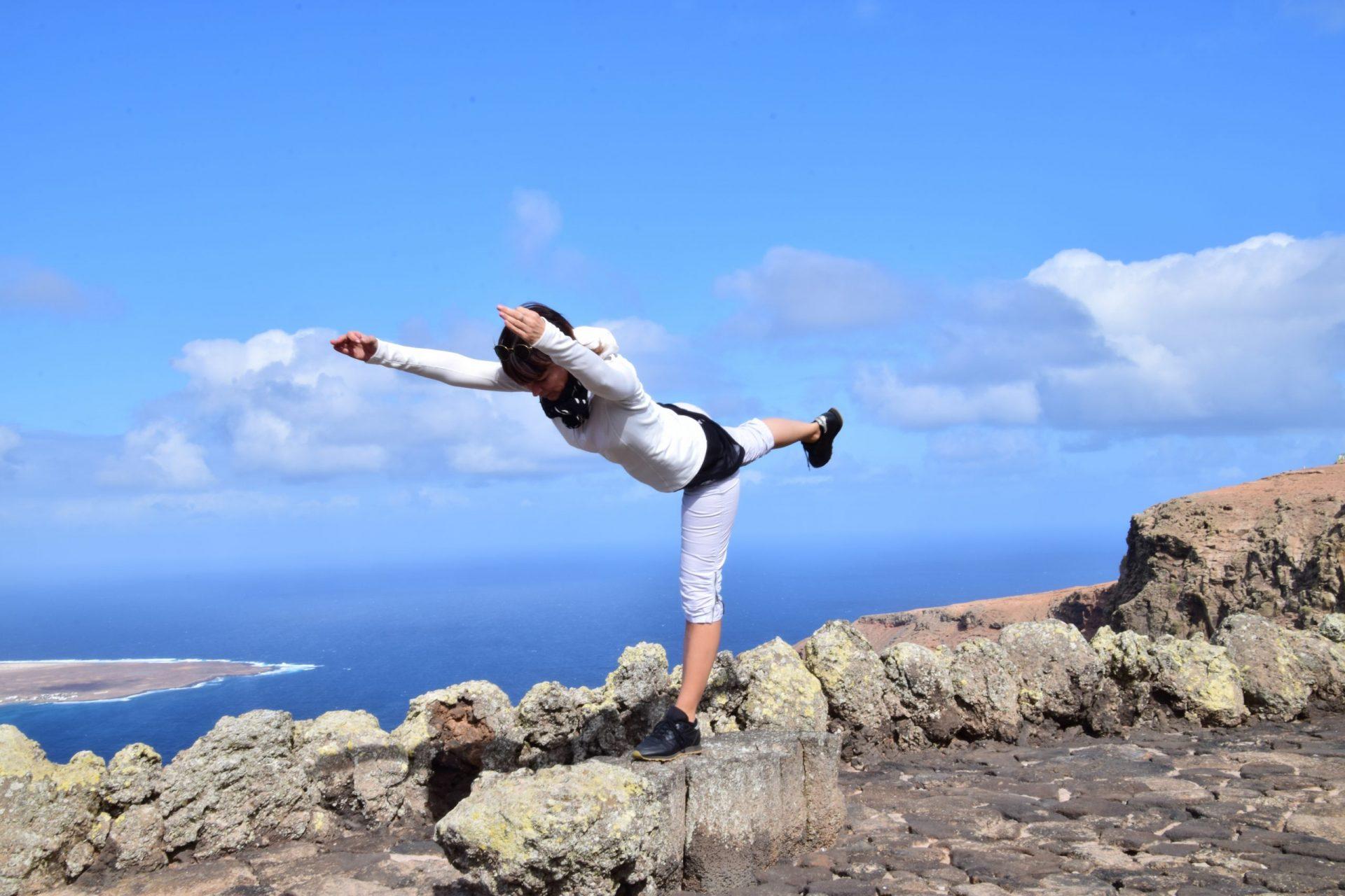 yoga auf Lanzarote mit lyn yoga und Evelyn LYN Vysher