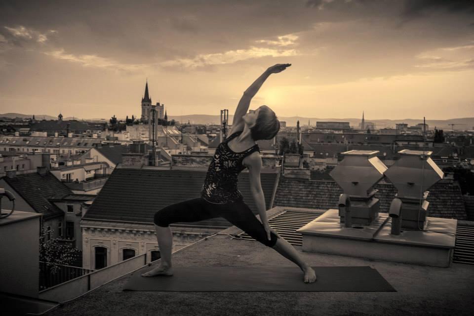 Lyn Yoga in Wien am Dach